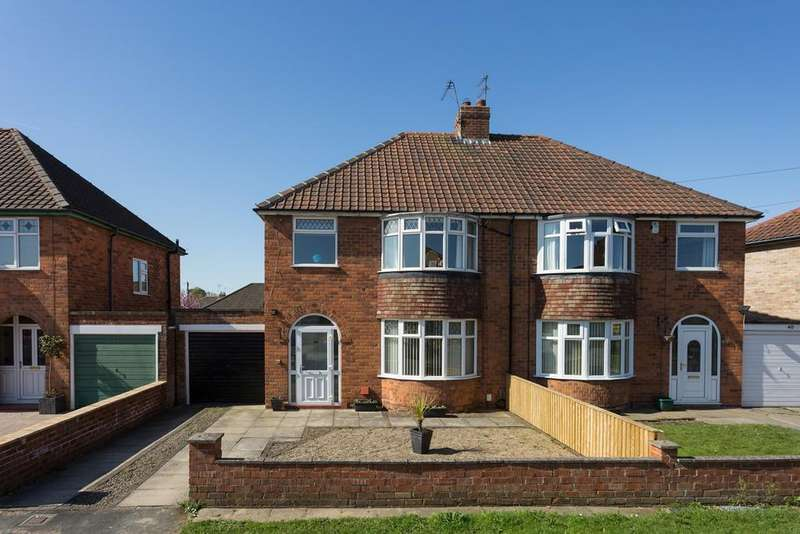 3 Bedrooms Semi Detached House for sale in Manor Park Road, York, YO30