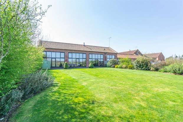4 Bedrooms Mews House for sale in Sunset Barn, Sculthorpe