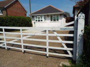 3 Bedrooms Bungalow for sale in Heath Road, Langley, Maidstone, Kent