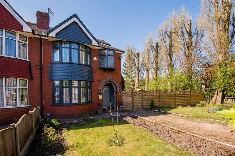 4 Bedrooms Semi Detached House for sale in Victoria Road, Salford, M6 8EF