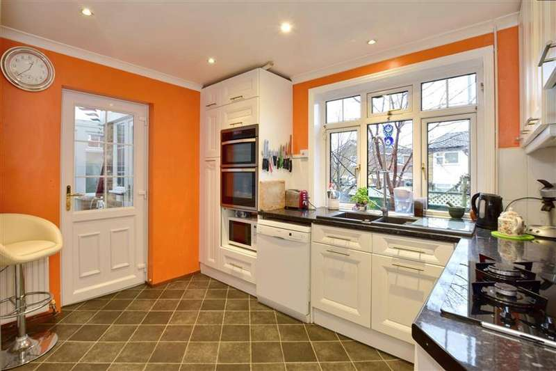 3 Bedrooms Semi Detached House for sale in Magazine Road, Ashford, Kent