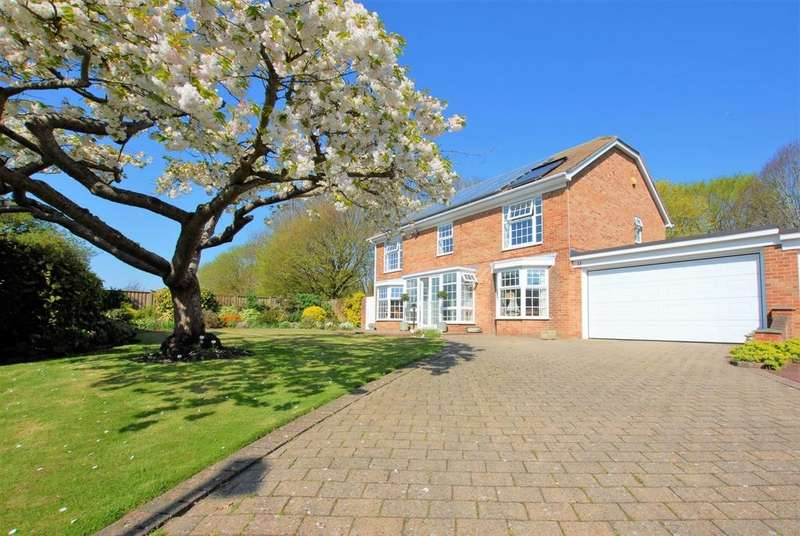 4 Bedrooms Detached House for sale in Sturdy Close, Hythe, CT21
