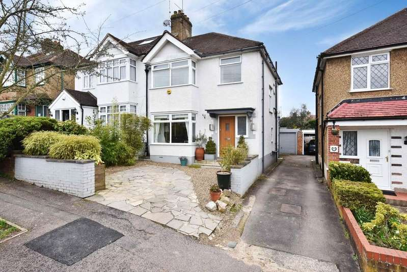 3 Bedrooms Semi Detached House for sale in Park Avenue, Potters Bar, Herts