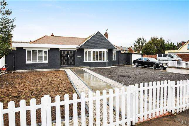4 Bedrooms Bungalow for sale in Branksome Avenue, Stanford-le-hope, SS17 8BD