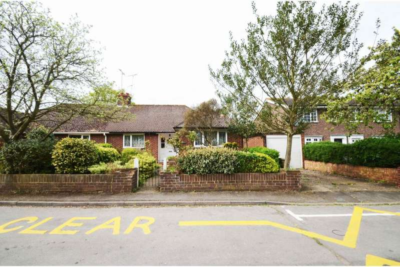 2 Bedrooms Semi Detached Bungalow for sale in Sheepcote Road, Eton Wick SL4
