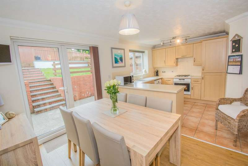 3 Bedrooms Detached House for sale in Clos Y Hebog, Thornhill, Cardiff