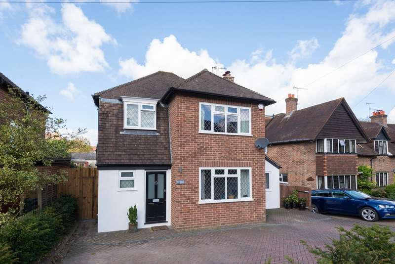 3 Bedrooms Detached House for sale in Chart Lane, RH2