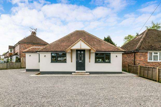 3 Bedrooms Bungalow for sale in Farncombe, Godalming, Surrey
