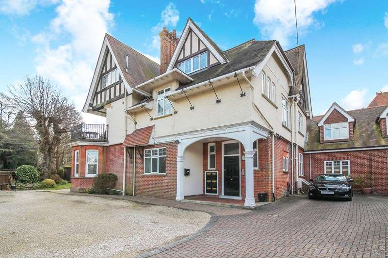 2 Bedrooms Penthouse Flat for sale in Heath Road, Petersfield