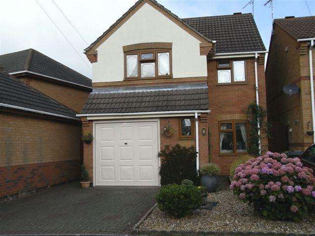 3 Bedrooms House for rent in Conwy Close, Attleborough