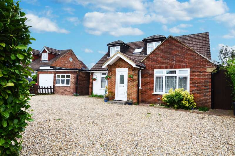 4 Bedrooms Detached Bungalow for sale in Fennels Farm Road, Flackwell Heath, HP10