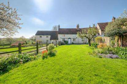 5 Bedrooms End Of Terrace House for sale in Derwent Cottages, High Street, Pavenham, Bedford