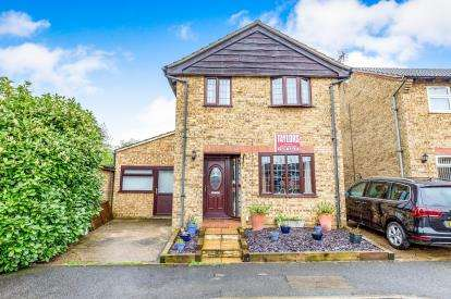 4 Bedrooms Detached House for sale in Martel Close, Duston, Northamptonshire, Na