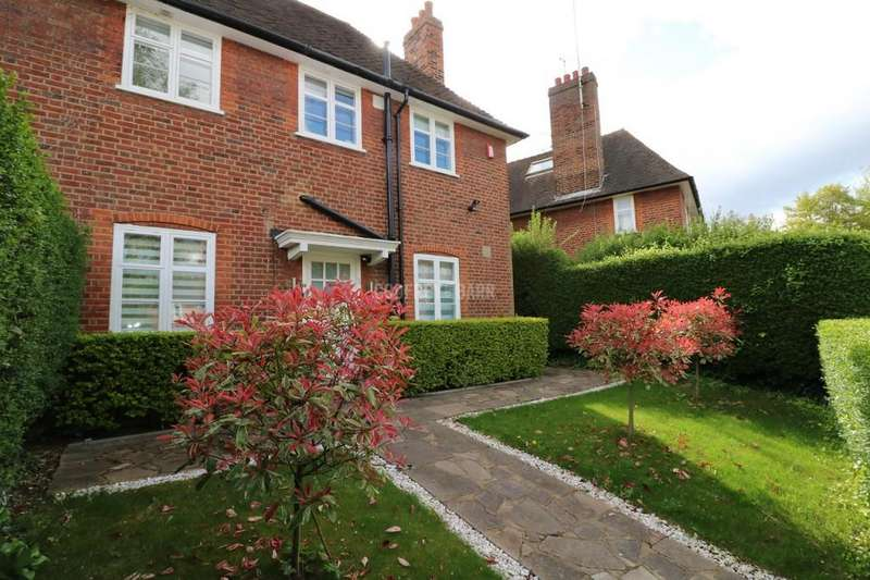 3 Bedrooms Semi Detached House for sale in Addison Way, HampsteadGarden Suburb