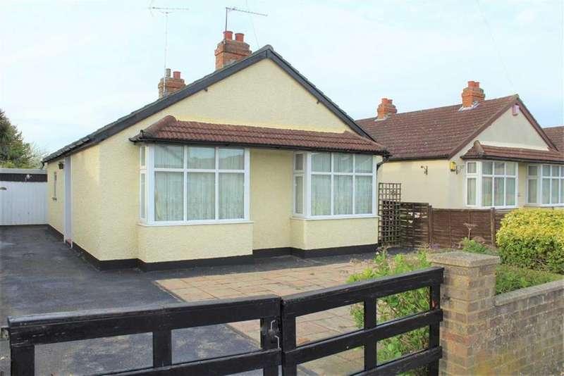 3 Bedrooms Bungalow for sale in Dennis Way, Cippenham, Berkshire