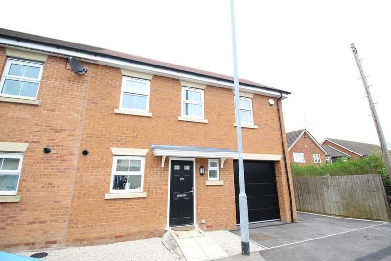 3 Bedrooms Semi Detached House for rent in Forest Grove, Thornwood, CM16