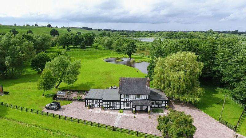 5 Bedrooms Detached House for sale in Cracow Moss, Wrinehill