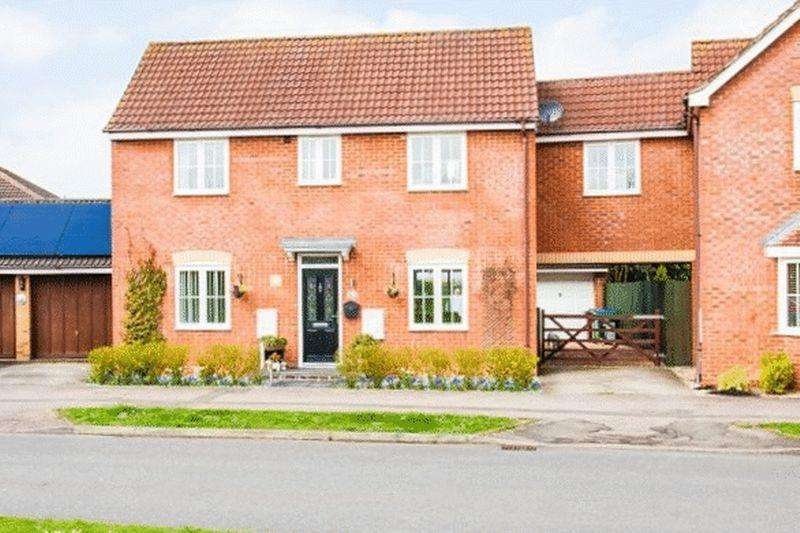 3 Bedrooms Detached House for sale in Cotswolds Way, Buckingham