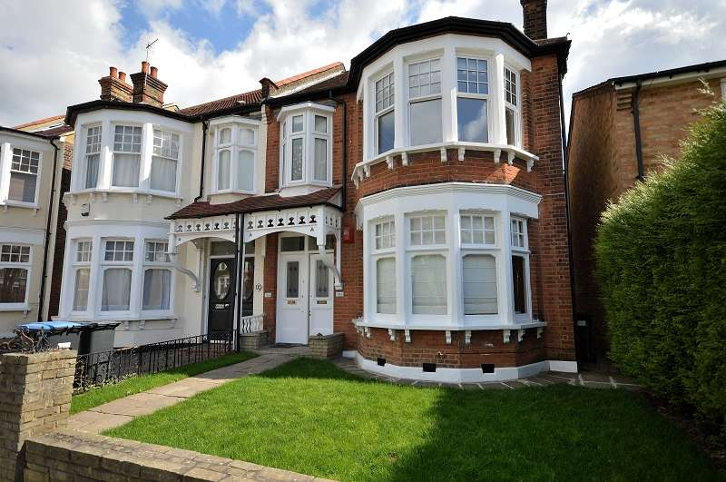 3 Bedrooms Flat for sale in Fox Lane, Palmers Green, London. N13
