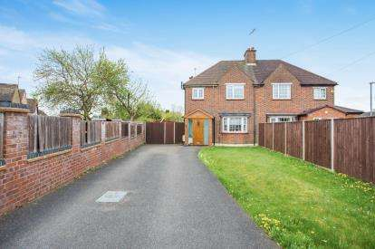 3 Bedrooms Semi Detached House for sale in Garston Crescent, Watford, Hertfordshire, .