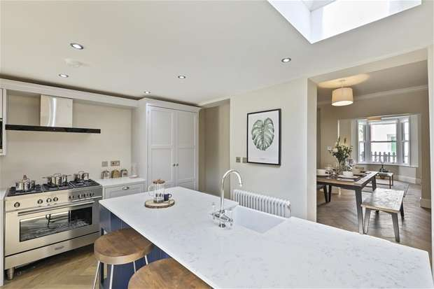 3 Bedrooms House for sale in Esther Road, London