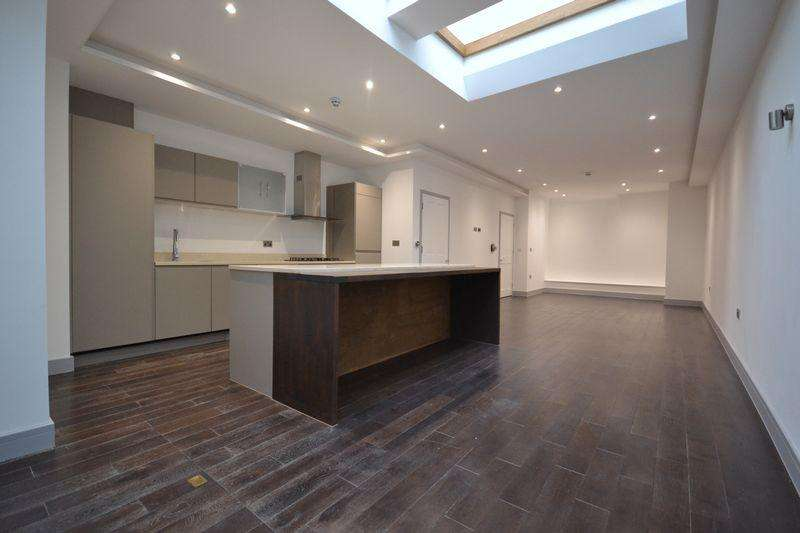 4 Bedrooms Semi Detached House for sale in Westbere Road, London