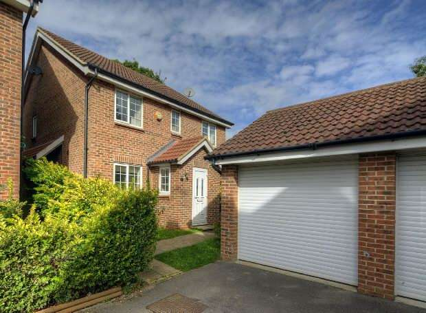 4 Bedrooms Detached House for sale in Allfrey Grove Spencers Wood Reading RG7 1FH