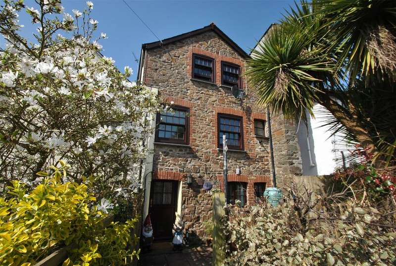 3 Bedrooms Terraced House for sale in Bridge Street, Stratton