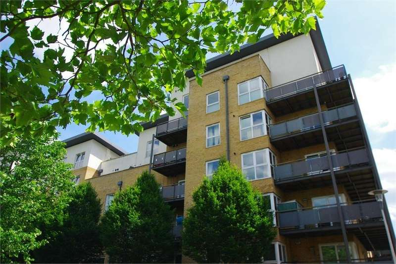 2 Bedrooms Flat for rent in Catalonia Apartments, Metropolitan Station Approach, WATFORD, Hertfordshire