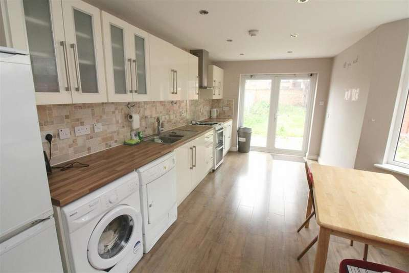 6 Bedrooms Semi Detached House for sale in Mayes Road, London