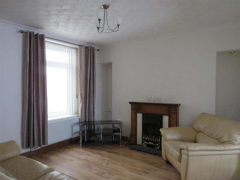 3 Bedrooms Terraced House for rent in Maes Road, Llangennech, Llanelli