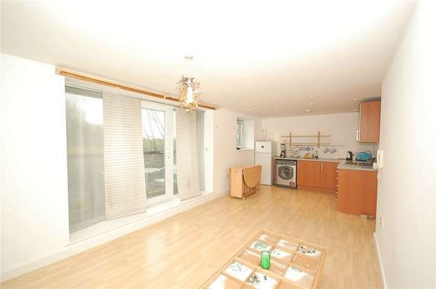 1 Bedroom Flat for sale in 1 Lakeside Rise, MANCHESTER