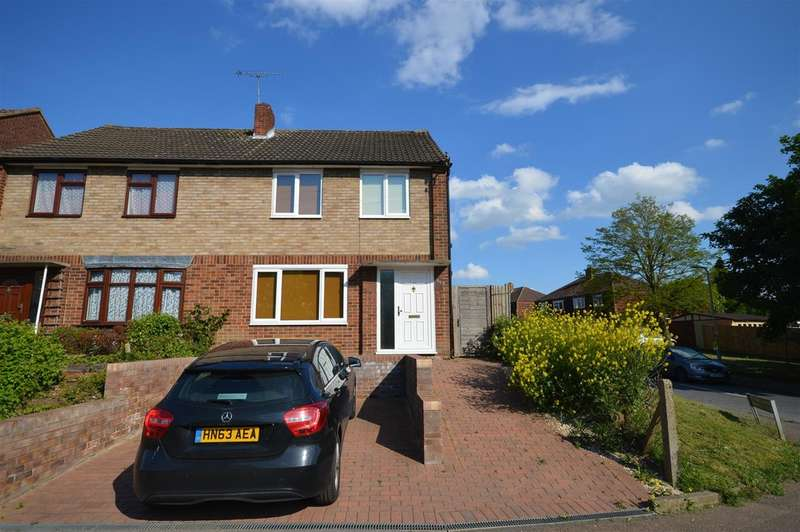 3 Bedrooms Semi Detached House for sale in Cromwell Road, Ware