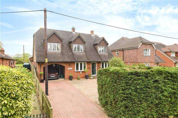 5 Bedrooms Detached House for sale in New Road, Pamber Green, Tadley