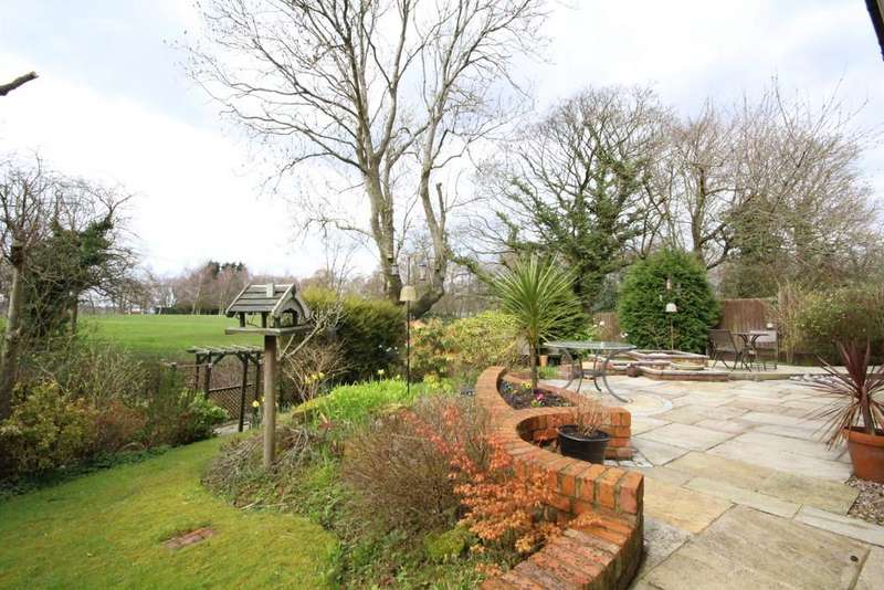 4 Bedrooms Detached House for sale in Gleneagles Drive , Penwortham