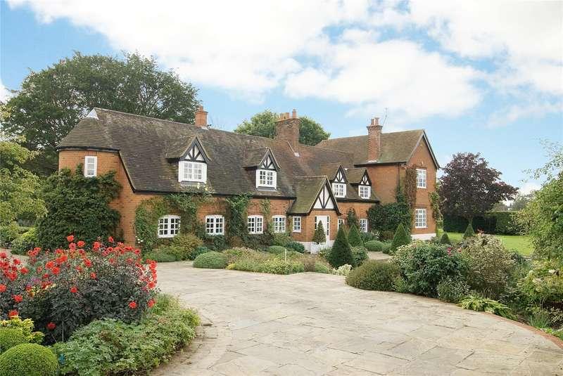 5 Bedrooms Detached House for sale in Pottersheath Road, Welwyn, Hertfordshire, AL6
