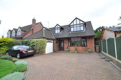 4 Bedrooms Bungalow for sale in Woodlands Drive, Barnston, Wirral, CH61