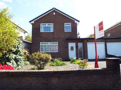 3 Bedrooms Detached House for sale in Claremont Avenue, Chorley, Lancashire