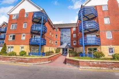 2 Bedrooms Flat for sale in Mountbatten Close, Ashton-On-Ribble, Preston, Lancashire
