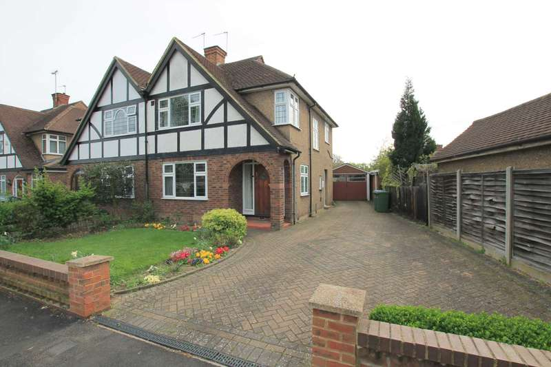 3 Bedrooms Semi Detached House for sale in Douglas Avenue, Watford