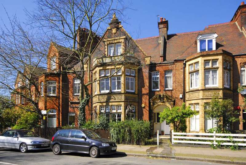 2 Bedrooms Flat for sale in Wandsworth Common Westside, Wandsworth Common, SW18