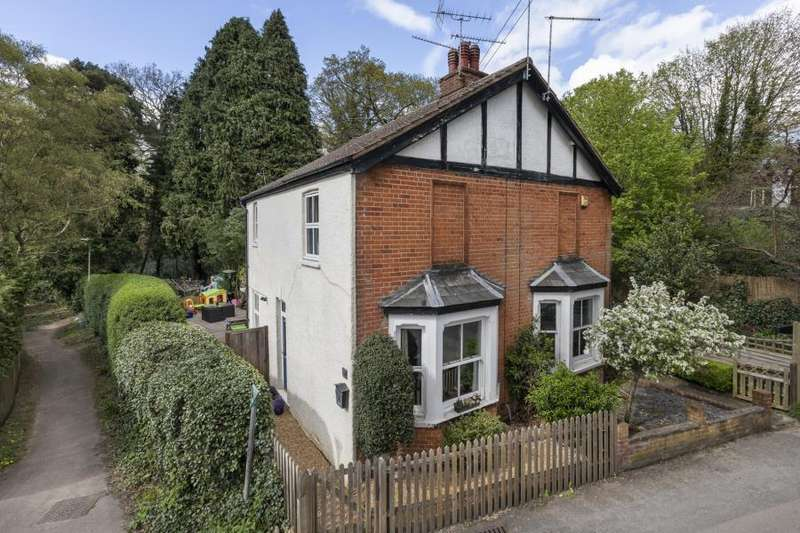 3 Bedrooms Semi Detached House for sale in Sunninghill, Berks