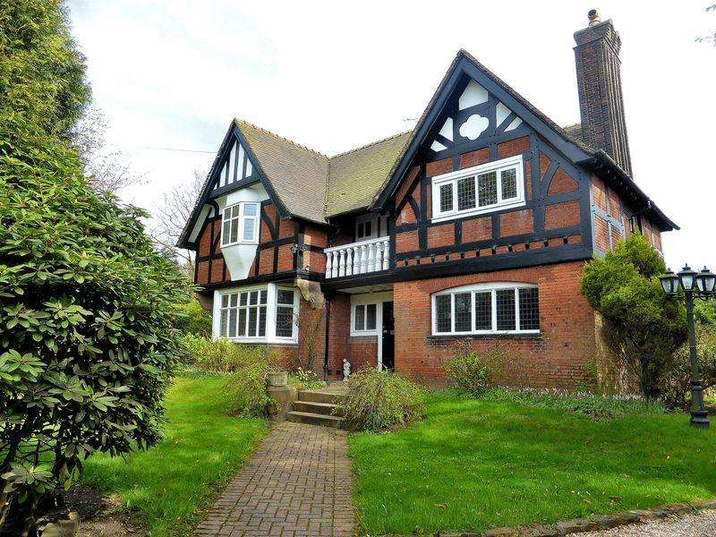 5 Bedrooms Detached House for sale in Buxton Road, Leek