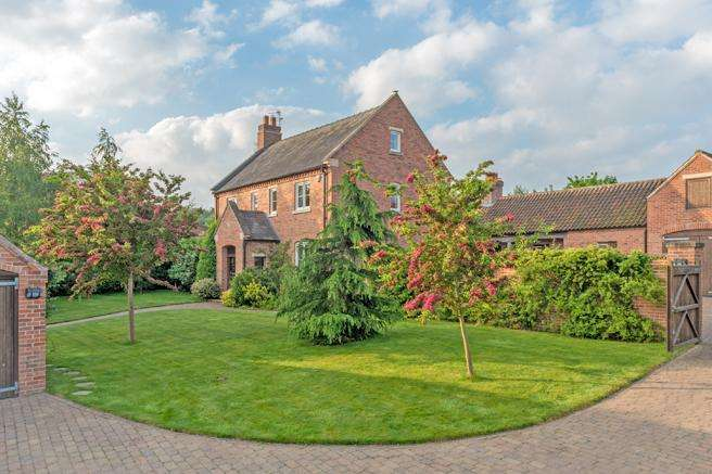 4 Bedrooms Detached House for sale in The Thorns, Main Street, Maplebeck, Nottinghamshire NG22 0BS