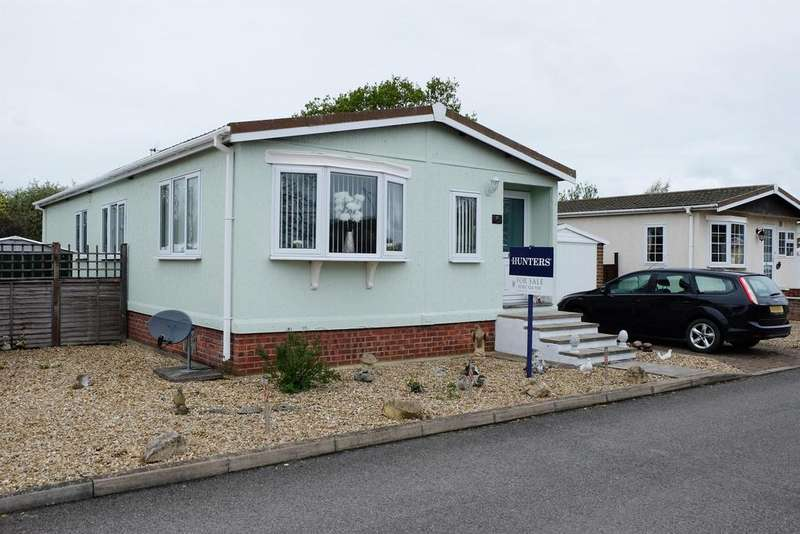 2 Bedrooms Detached Bungalow for sale in Marina View, Dogdyke, Lincoln, Lincs, LN4 4UT