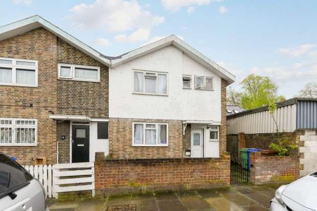 3 Bedrooms Terraced House for sale in Daniels Road, Peckham, SE15
