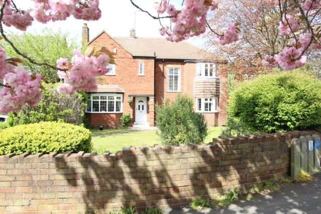 4 Bedrooms Detached House for sale in 53 Thievesdale Lane Worksop