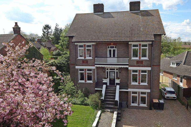 5 Bedrooms Detached House for sale in Luton Road, Chalton