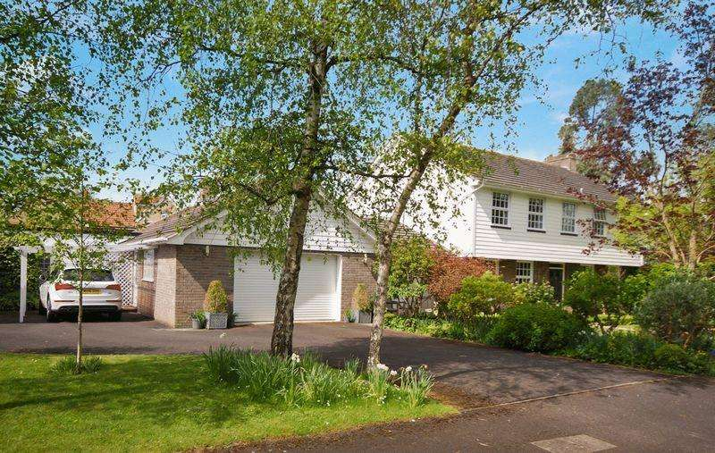4 Bedrooms Detached House for sale in Housman Road, Street