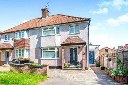 3 Bedrooms Semi Detached House for sale in The Harebreaks, Watford, Hertfordshire, .